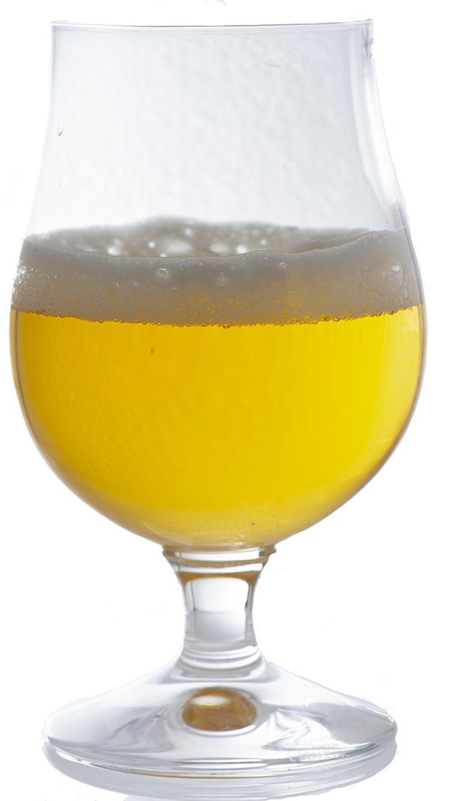 画像: グラスに注いでみると、クリスタルで透明な液色