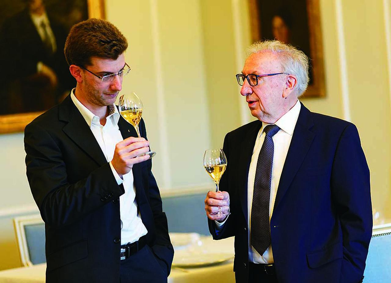 画像: 左は2011年にCEOに就任したアレクサンドル・キャティア氏。父であるジャン=ジャック・キャティア氏は現在、会長のポジションで経営、栽培、醸造に関する相談役を務めている