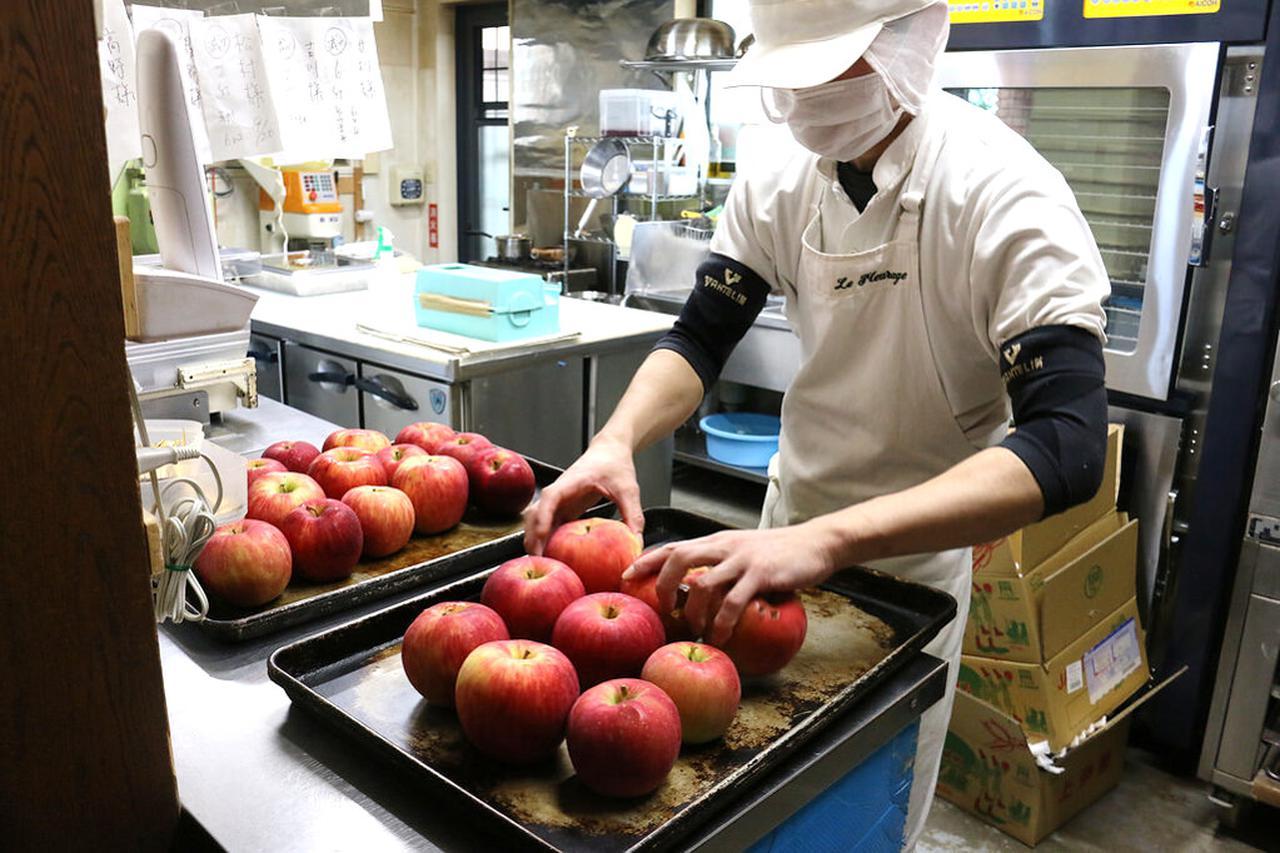 画像1: 1回で約500個、1シーズンで2500~3000個の規格外リンゴを使用