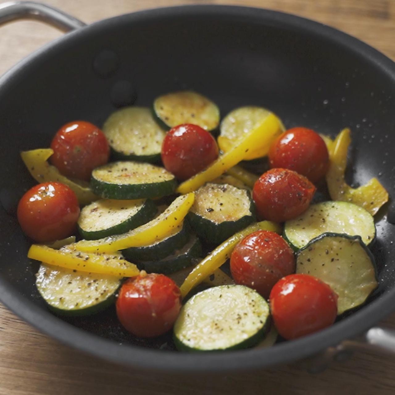 画像: ズッキーニとミニトマトのガーリックソテー - 君とごはん