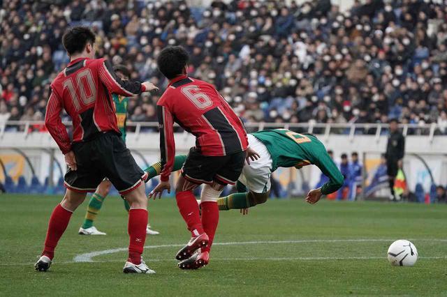 画像: 【準決勝】痛恨のPK献上、矢板中央の靍見「1、2年生で日本一を」 - サッカーマガジンWEB