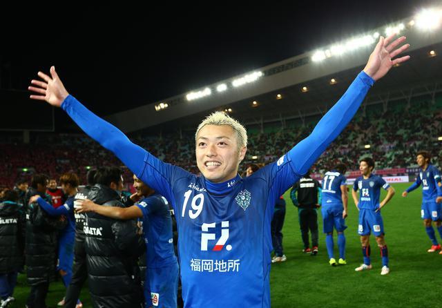 画像: 2015年、Jプレーオフ決勝に福岡守備陣の柱として出場。C大阪を下し、J1昇格に貢献した(写真◎J.LEAGUE)