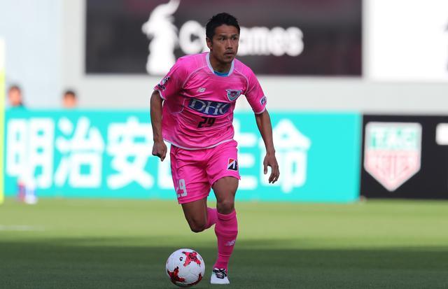 画像: 2017年5月7日の横浜F・マリノス戦。勝利に貢献したが、左ひざを負傷し途中交代となった(写真◎J.LEAGUE)