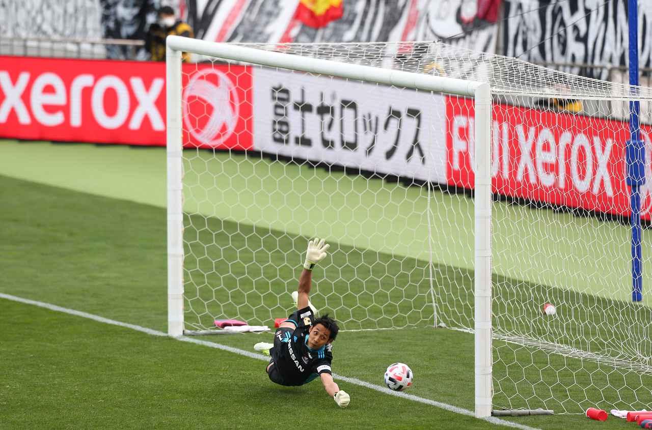 Images : 1番目の画像 - 2-3で敗れたPK戦。朴は神戸の4人目、西大伍のキックをストップしたが…(写真◎J.LEAGUE) - サッカーマガジンWEB