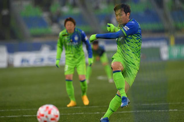 画像: アディショナルタイムに梅崎がPKを決め、湘南が大分に勝利(写真◎J.LEAGUE)