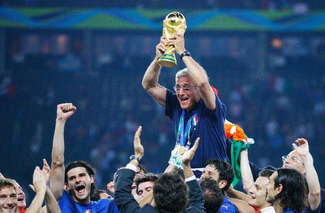 画像: 逆境の中でイタリアを頂点に導いたリッピ監督(写真◎Getty Images)