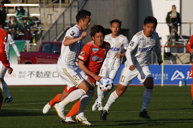 画像: 松本は鈴木(左)と阪野(右)の得点で愛媛に逆転勝ち(写真◎J.LEAGUE)