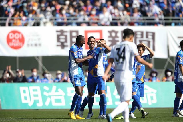 画像: 秋野のCKを富樫が頭ですらし、最後はフレイレ。長崎が栃木を破った(写真◎J.LEAGUE)
