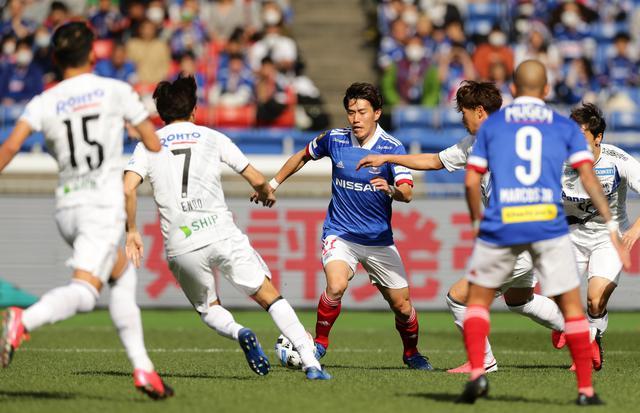 画像: 遠藤の切れ味鋭いドリブルは横浜FMの大きな武器だ(写真◎J.LEAGUE)