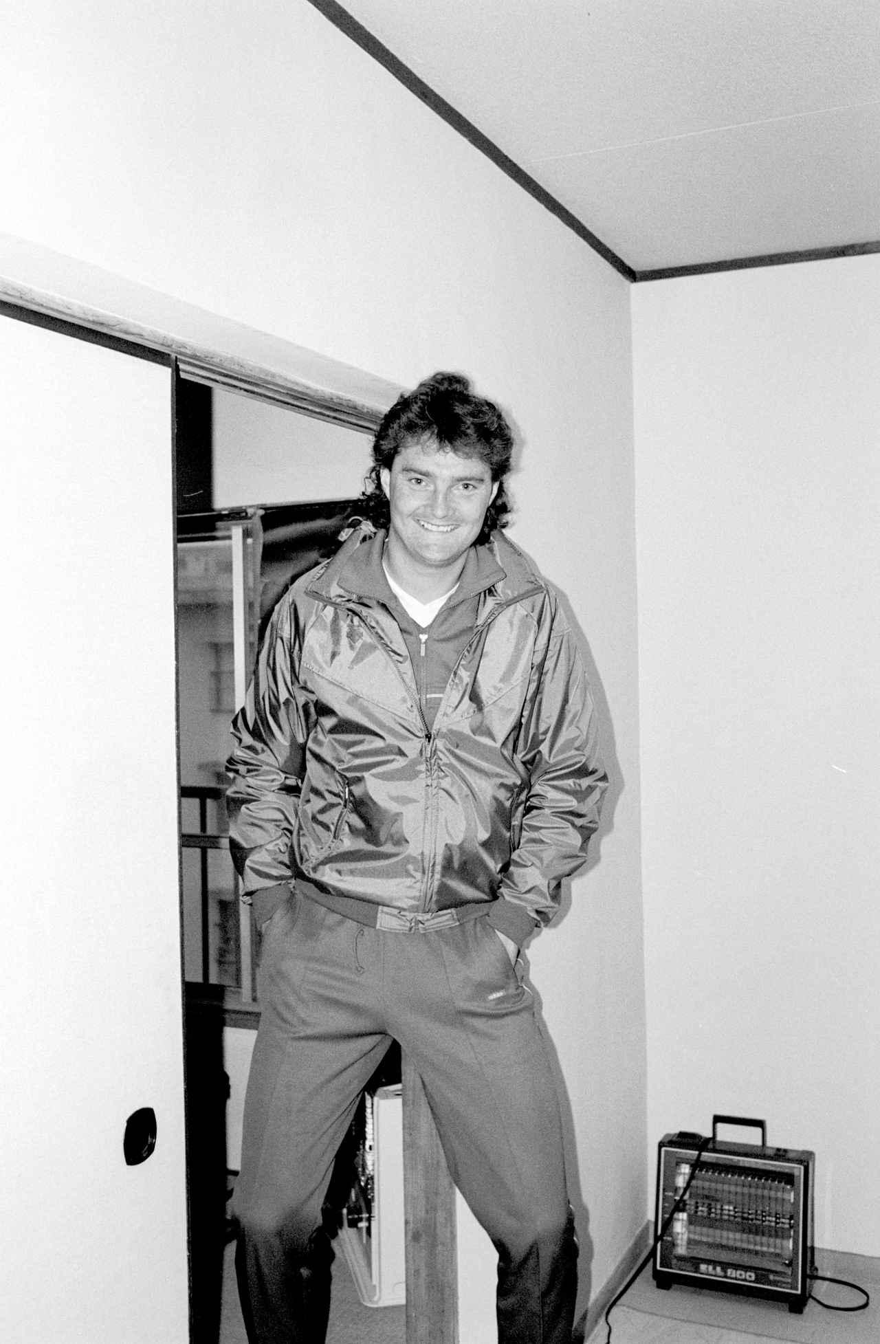 Images : 1番目の画像 - 当時のJSLでは珍しい190センチを超える高身長DFだったウエイト(写真◎BBM) - サッカーマガジンWEB