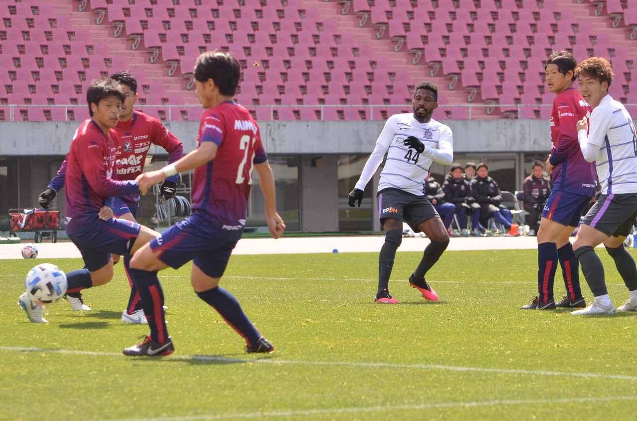 Images : 2番目の画像 - 広島と岡山の練習試合は、両チームにPKストップも(写真◎石倉利英) - サッカーマガジンWEB