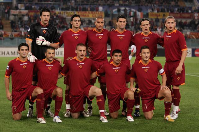 画像: 2006-2007シーズンのローマの面々。写真はCLのオリンピアコス戦の先発メンバー(写真◎Getty Images)