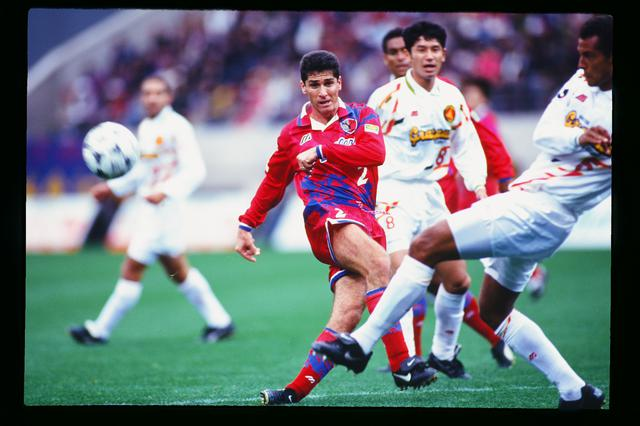 画像: 鹿島アントラーズに加入し、プロ選手の凄みをチームに還元したジョルジーニョ(写真◎J.LEAGUE)