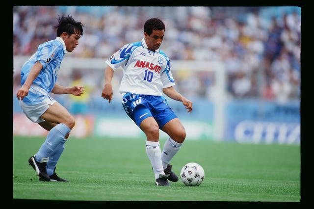 画像: 横浜フリューゲルスに加わり、10番を背負ってプレーしたジーニョ(写真◎J.LEAGUE)