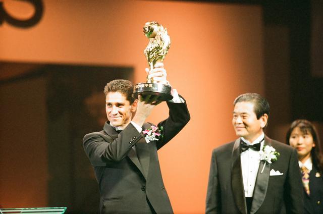 画像: 鹿島の優勝に大きく貢献したジョルジーニョがリーグMVPを受賞した(写真◎J.LEAGUE)