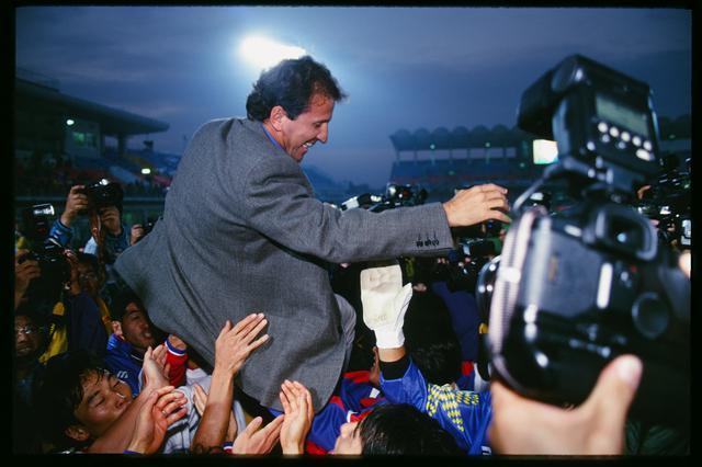 画像: 鹿島の優勝に、誰よりも喜んだのがクラブの礎を築いたジーコだった(写真◎J.LEAGUE)