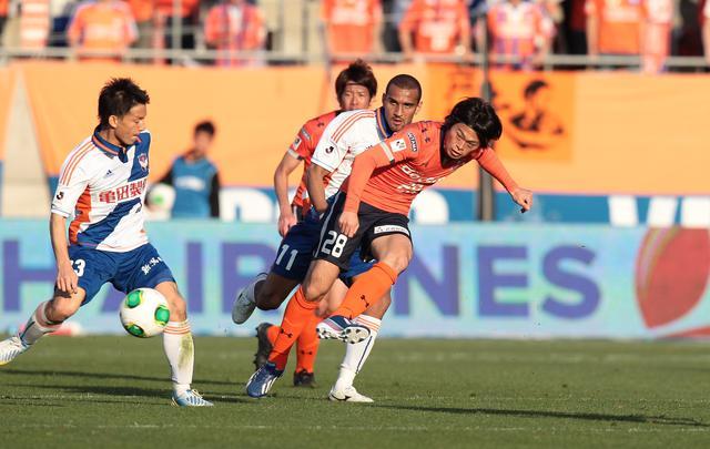 画像: プロ1年目の2013年。J1・第3節の新潟戦で初ゴールを決めた(写真◎J.LEAGUE)