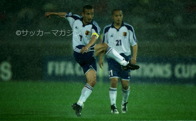 画像: 準決勝のオーストラリア戦は中田英寿の直接FKによる得点で勝利。決勝進出を果たした(写真◎サッカーマガジン)
