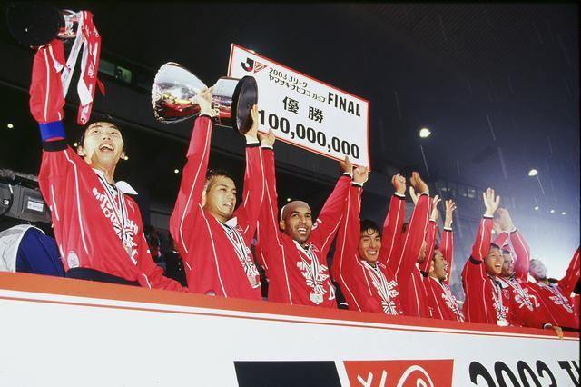 画像: 鹿島を4-0で下してJリーグカップ初優勝を果たした浦和。前年の雪辱を晴らし、クラブ初タイトルを手にした(写真◎J.LEAGUE)