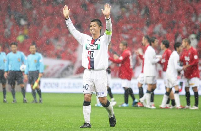 画像: 鹿島の3連覇に貢献した小笠原満男がJリーグMVPを受賞した(写真◎J.LEAGUE)