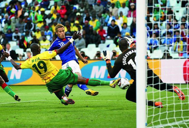 画像: 南アフリカW杯の初戦、本田圭佑の得点でカメルーンを撃破した(写真◎Getty Images)