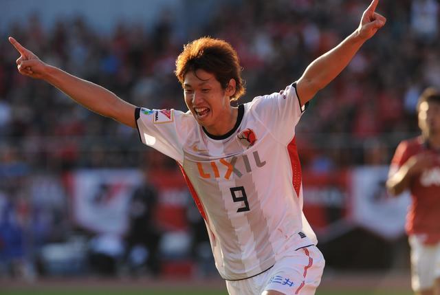 画像: Jリーグカップ決勝で得点を挙げた鹿島の大迫勇也が、大会MVPを受賞(写真◎J.LEAGUE)