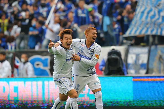 画像: Jリーグカップ決勝でも際立った働きを見せたG大阪の阿部(左)と大森。大森は決勝点もスコア(写真◎J.LEAGUE)