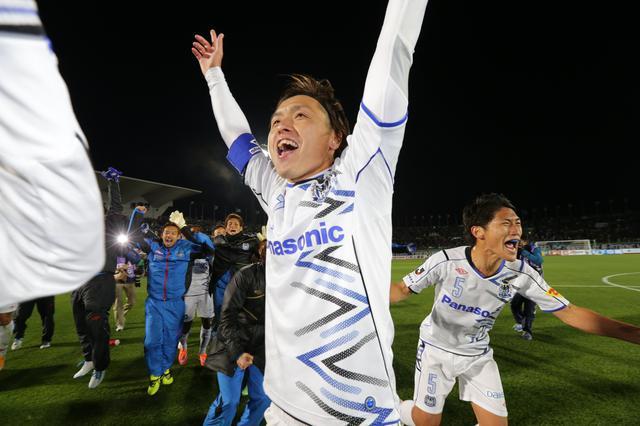 画像: J1優勝が決まった瞬間、遠藤は感情を爆発させた(写真◎J.LEAGUE)