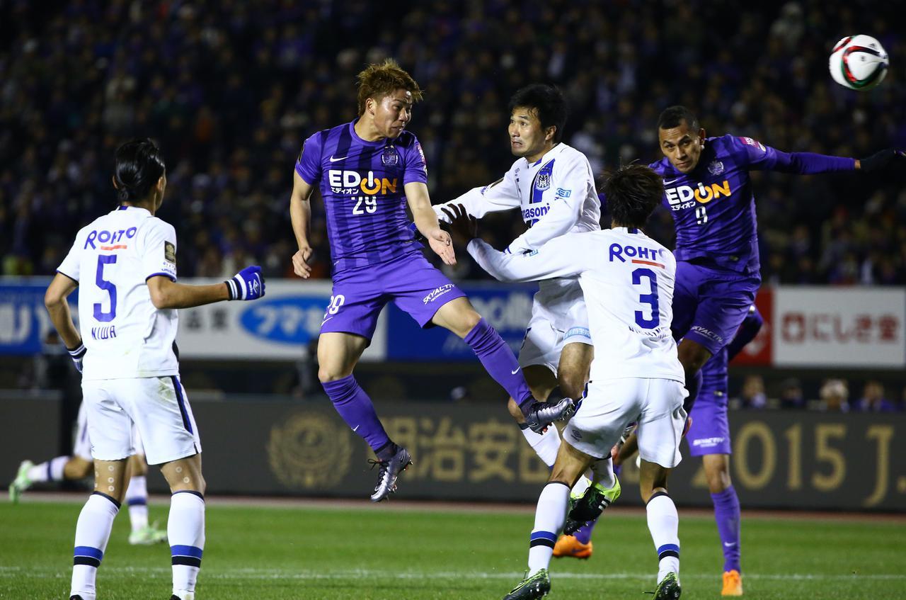 画像: CS第2戦、広島は浅野拓磨の得点で引き分けに持ち込み、1勝1分けでG大阪を下し、J1優勝を成し遂げた(写真◎J.LEAGUE)