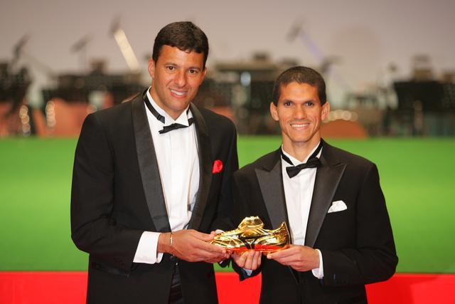 画像: Jリーグアウォーズではマグノ・アウベスと得点王のトロフィーを分かち合った(写真◎J.LEAGUE)