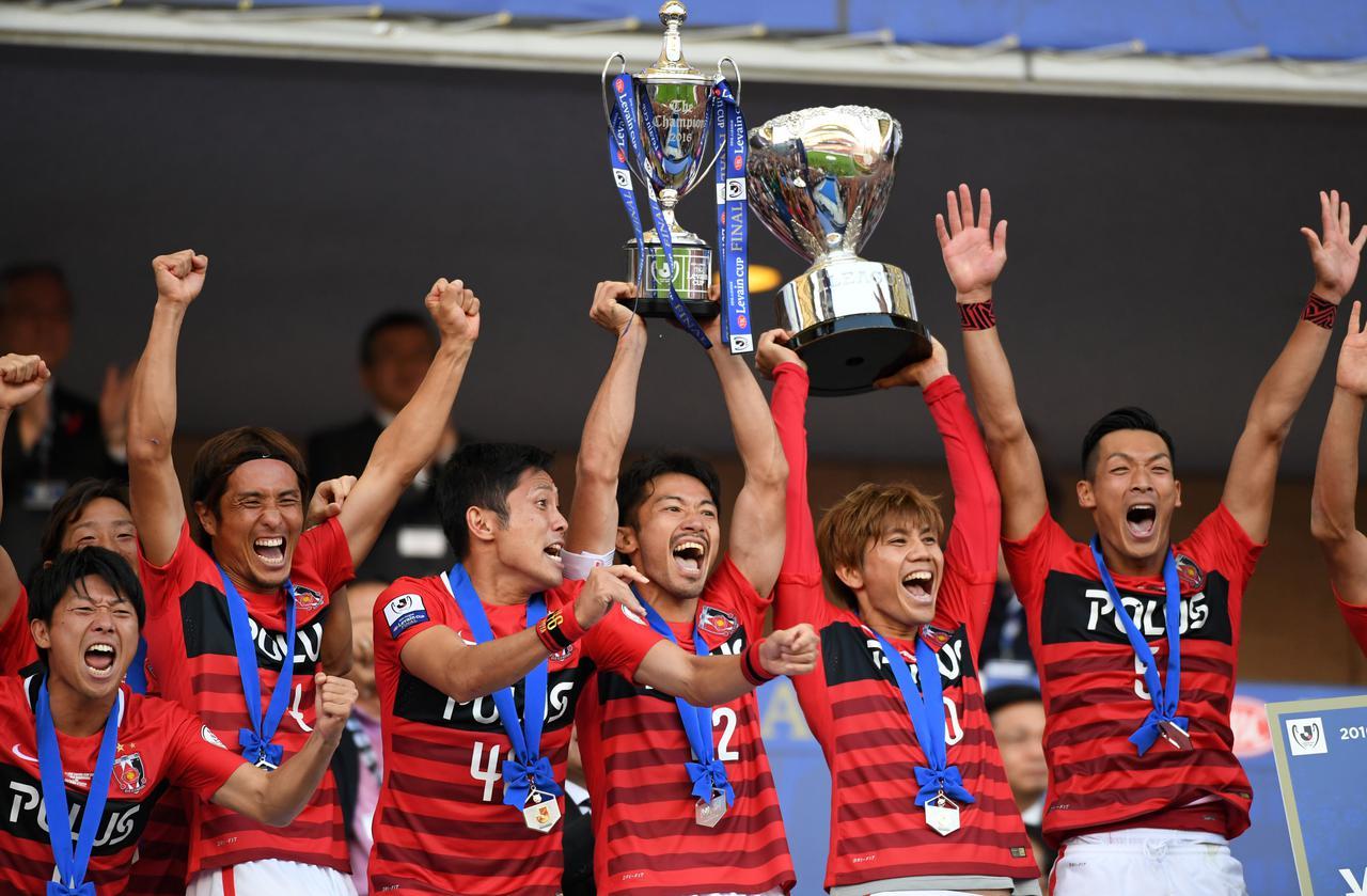 画像: 浦和が13年ぶりにJリーグカップに優勝。チームを率いるペトロヴィッチ監督にとっては広島時代も含め、初タイトルだった(写真◎Getty Images)