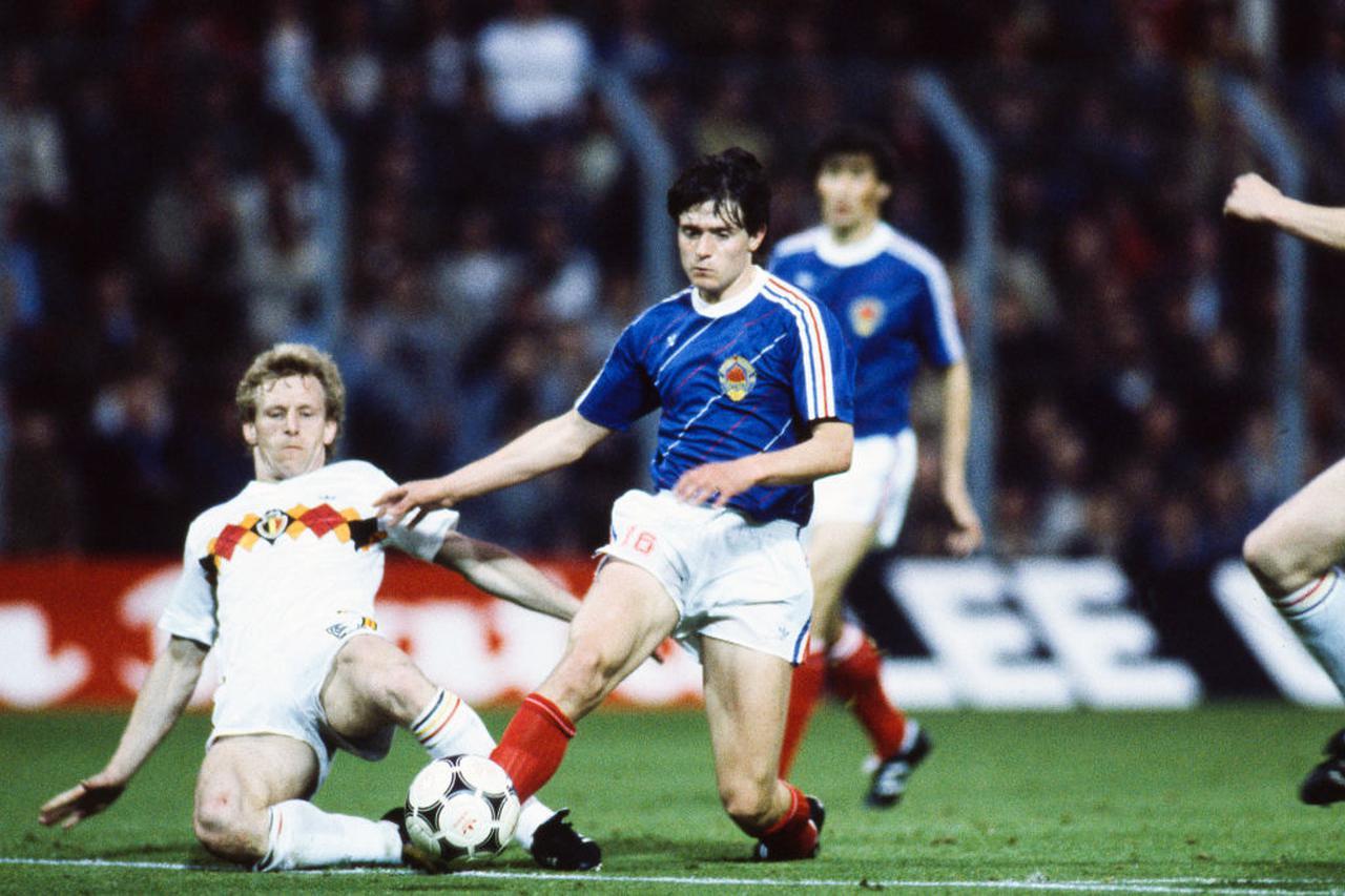 画像: EURO1984では18歳ながら輝く才能を示したストイコビッチ(右)。のちにレッドスターで「星人」となった(写真はベルギー戦/Getty Images)
