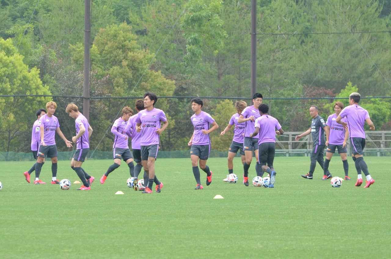 Images : 1番目の画像 - 実戦形式の激しいメニューとなった6月3日の広島の練習(写真◎石倉利英) - サッカーマガジンWEB