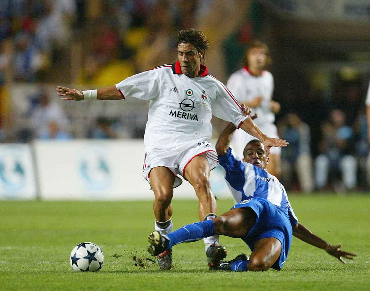 画像: ポルトガルの偉才ルイ・コスタ。2000年代のミランの攻撃を彩った(写真◎Getty Images)