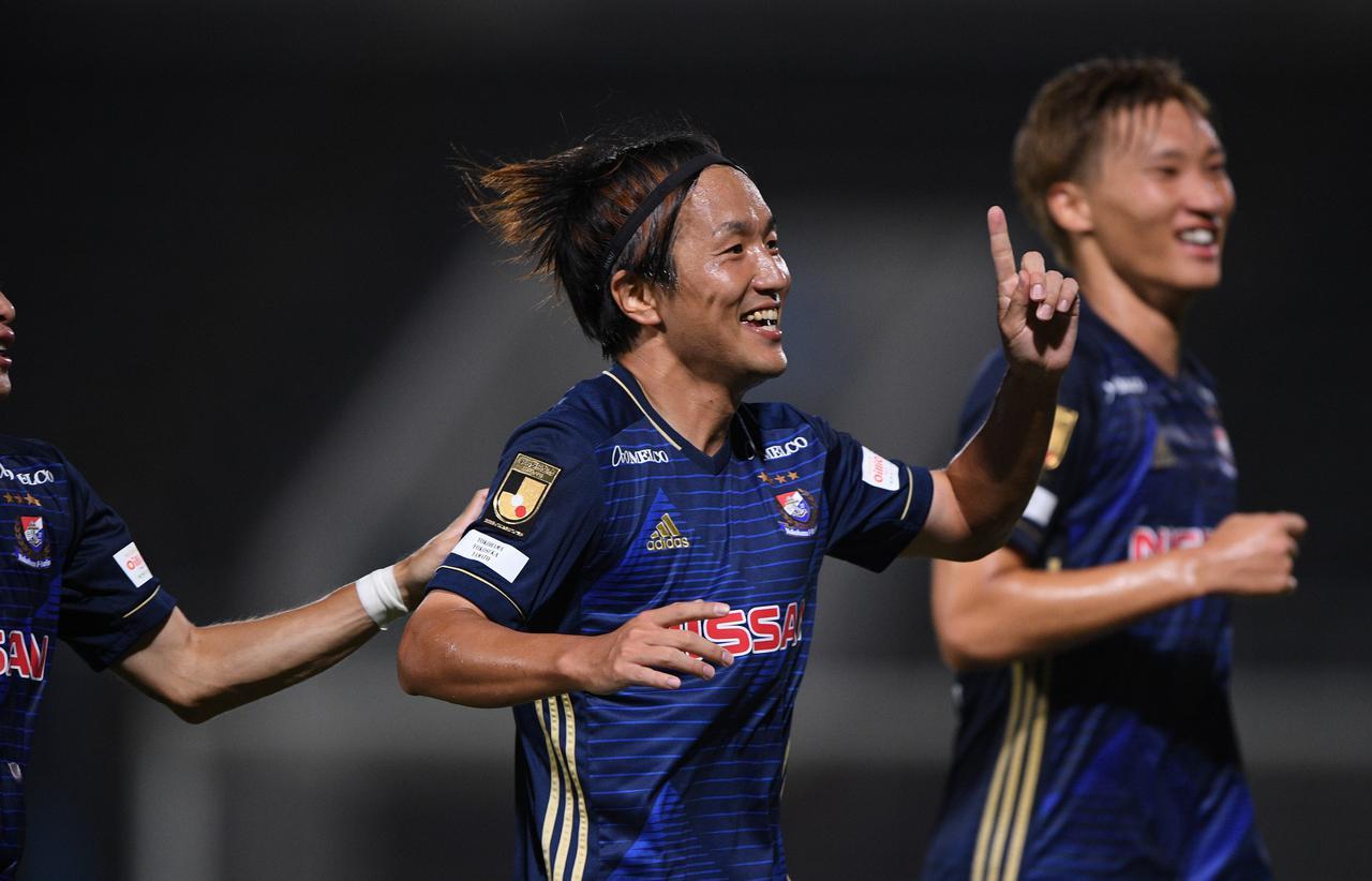 画像: 2得点をスコアした横浜FMの天野純。王者チームの初勝利に貢献した(写真◎J.LEAGUE)