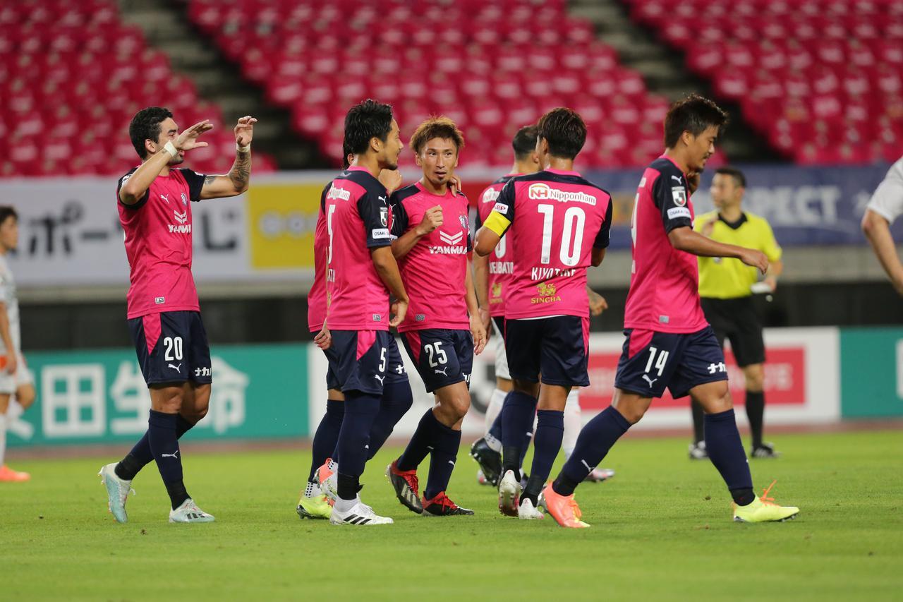 画像: 2試合連続ゴールの奥埜(25)。C大阪は唯一の開幕3連勝を飾った(写真◎J.LEAGUE)