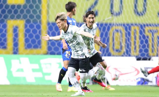 画像: 開始から17秒で古橋が得点し、神戸が先制したものの、大分も岩田のゴールで追いつき1-1のドローに終わった(写真◎J.LEAGUE)