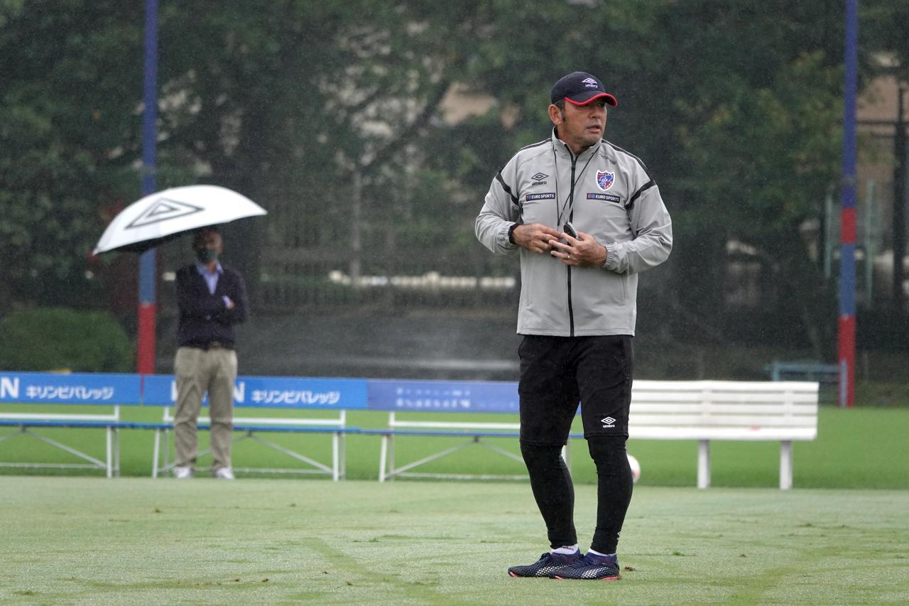 Images : 1番目の画像 - 9月25日で55歳。「この歳でも現場で指揮を執れていて、支えてくれる人に感謝したい」(写真◎FC東京) - サッカーマガジンWEB