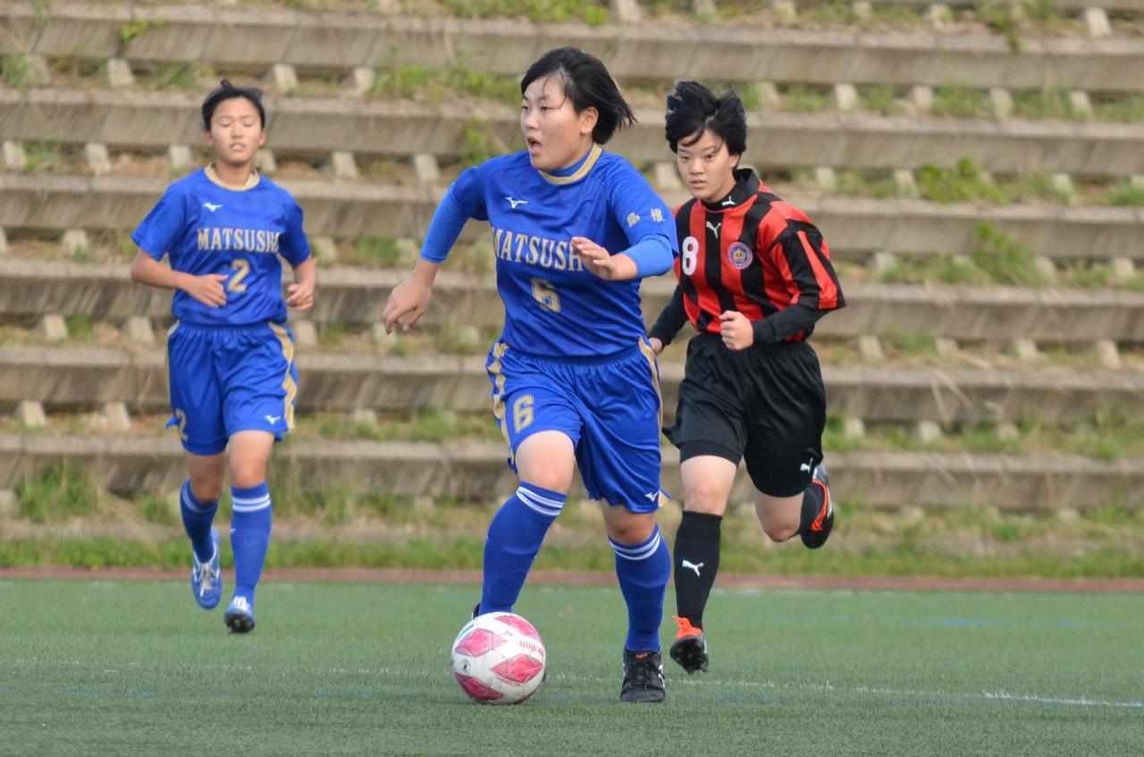 Images : 11番目の画像 - 10月24日に行なわれた高校選手権島根県予選2回戦。高校女子選手権の予選も行なわれた(写真◎石倉利英) - サッカーマガジンWEB
