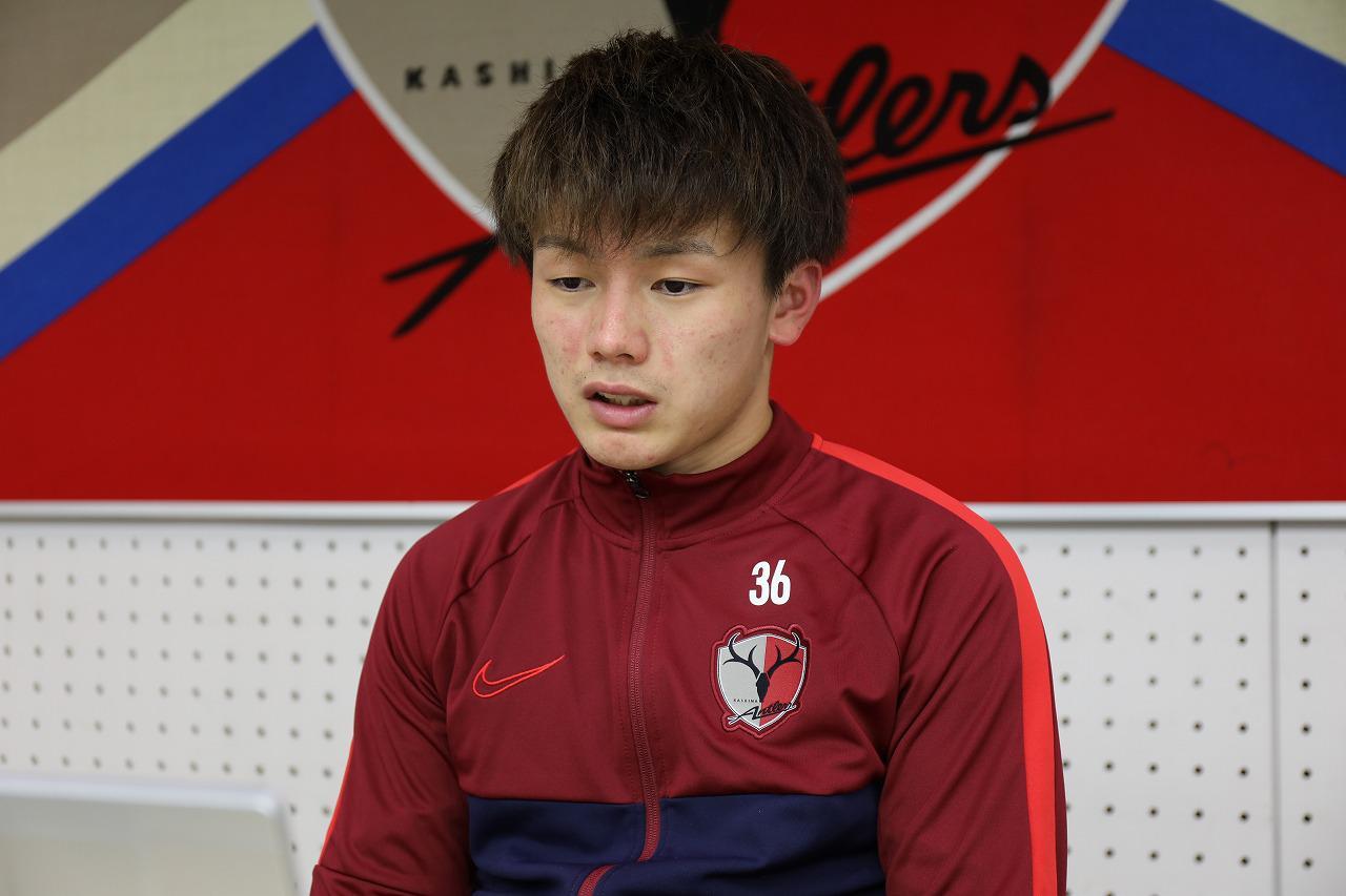 Images : 1番目の画像 - 11月10日、オンライン取材に応じる上田綺世(写真◎KASHIMA ANTLERS) - サッカーマガジンWEB