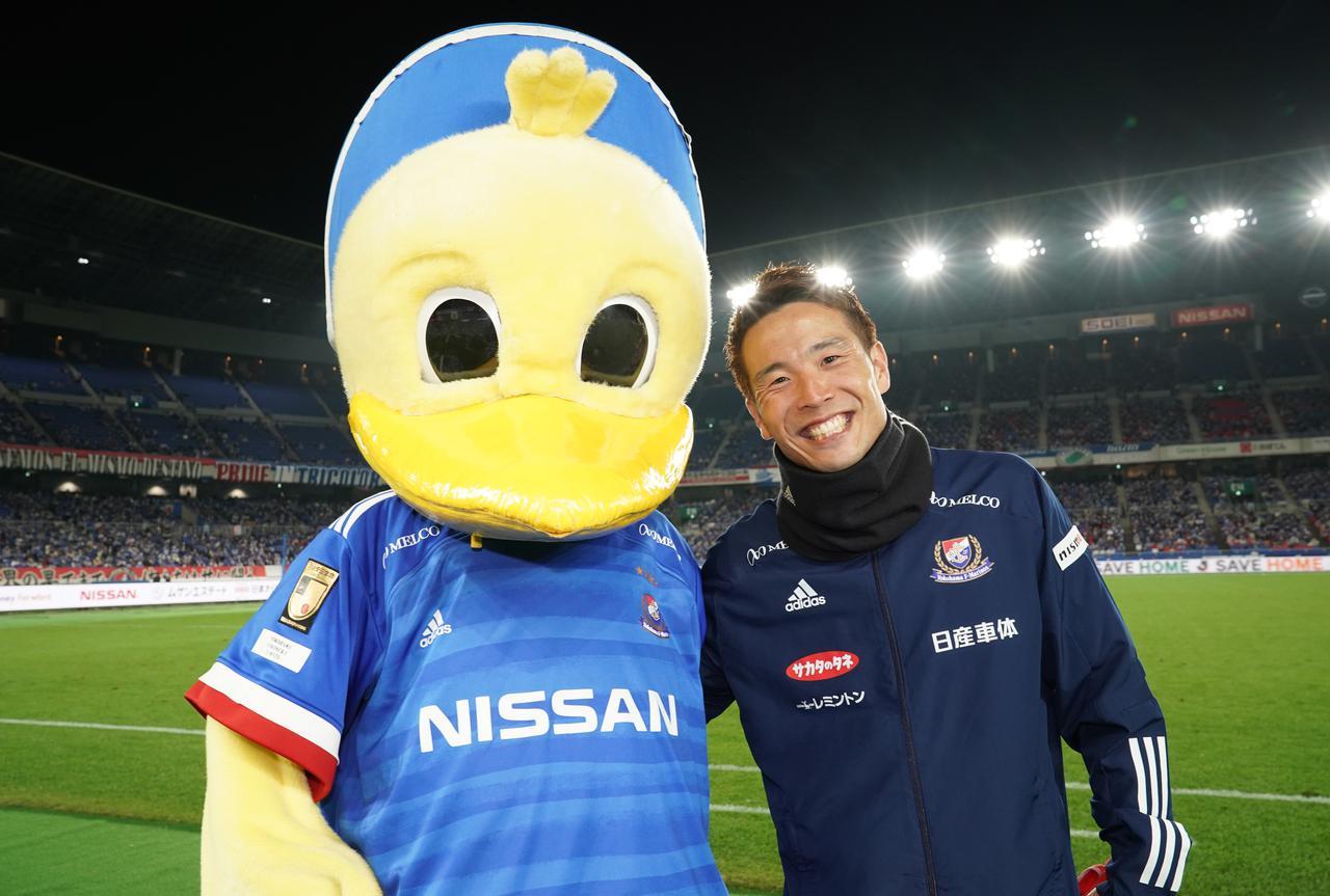 Images : 1番目の画像 - 1ゴール3アシストを記録した水沼は試合後、横浜FMサポーターに向かって「アジアチャンピオンを目指して頑張りましょう」と呼びかけた(写真◎J.LEAGUE) - サッカーマガジンWEB