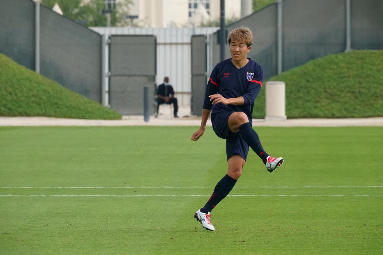Images : 1番目の画像 - ピッチの硬さは気になるものの、環境面に不安はないと永井謙佑は語った(写真◎FC東京) - サッカーマガジンWEB