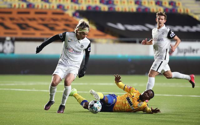 画像: 伊東純也:対象期間中3試合に出場。1得点2アシスト! 写真は11月7日のシントトロイデン戦(写真◎Getty Images)