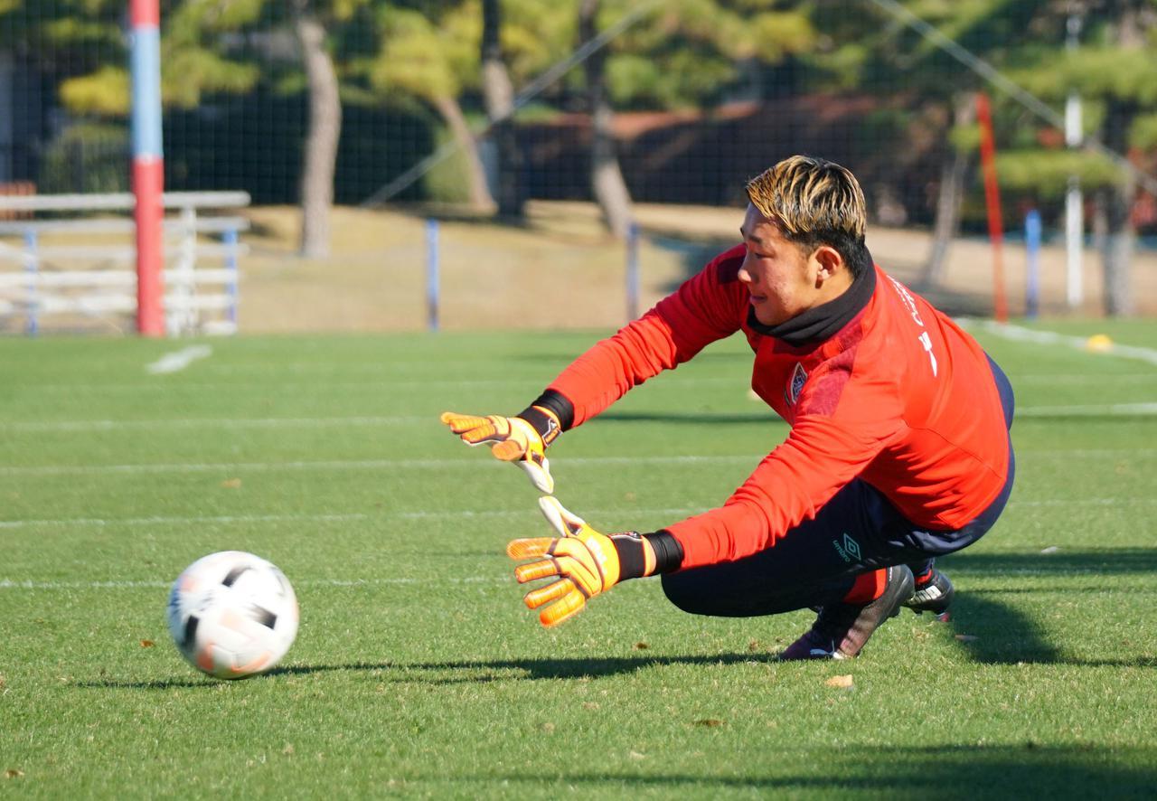 Images : 1番目の画像 - 練習に励む波多野。強い思いで明日19日のJ1最終節からルヴァン杯決勝までの2週間に臨む(写真◎FC東京) - サッカーマガジンWEB