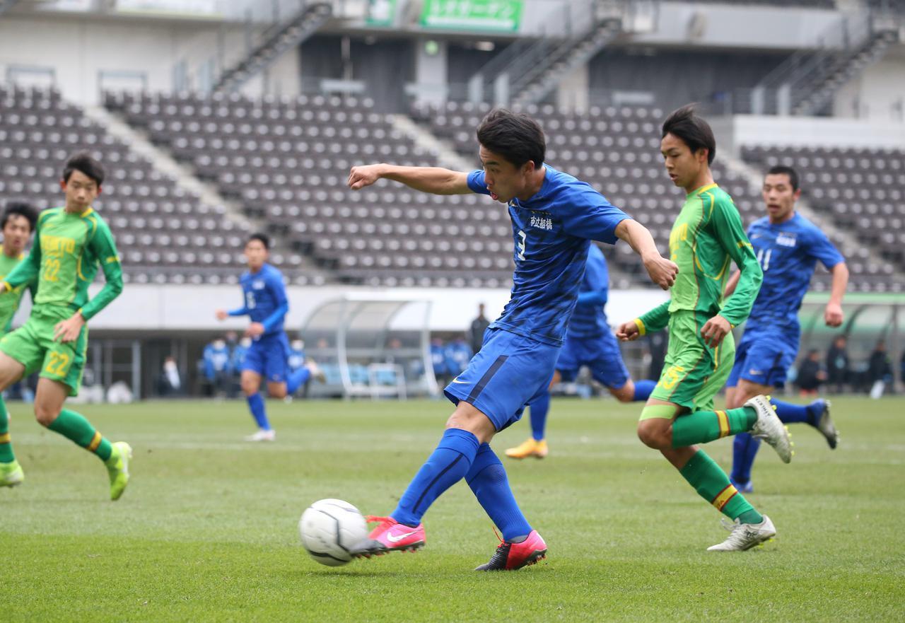 Images : 4番目の画像 - 【試合写真】帝京長岡の上野(8番)は1得点1アシストの活躍。準決勝に向けて「絶対勝ちにいきます」と意気込んだ - サッカーマガジンWEB