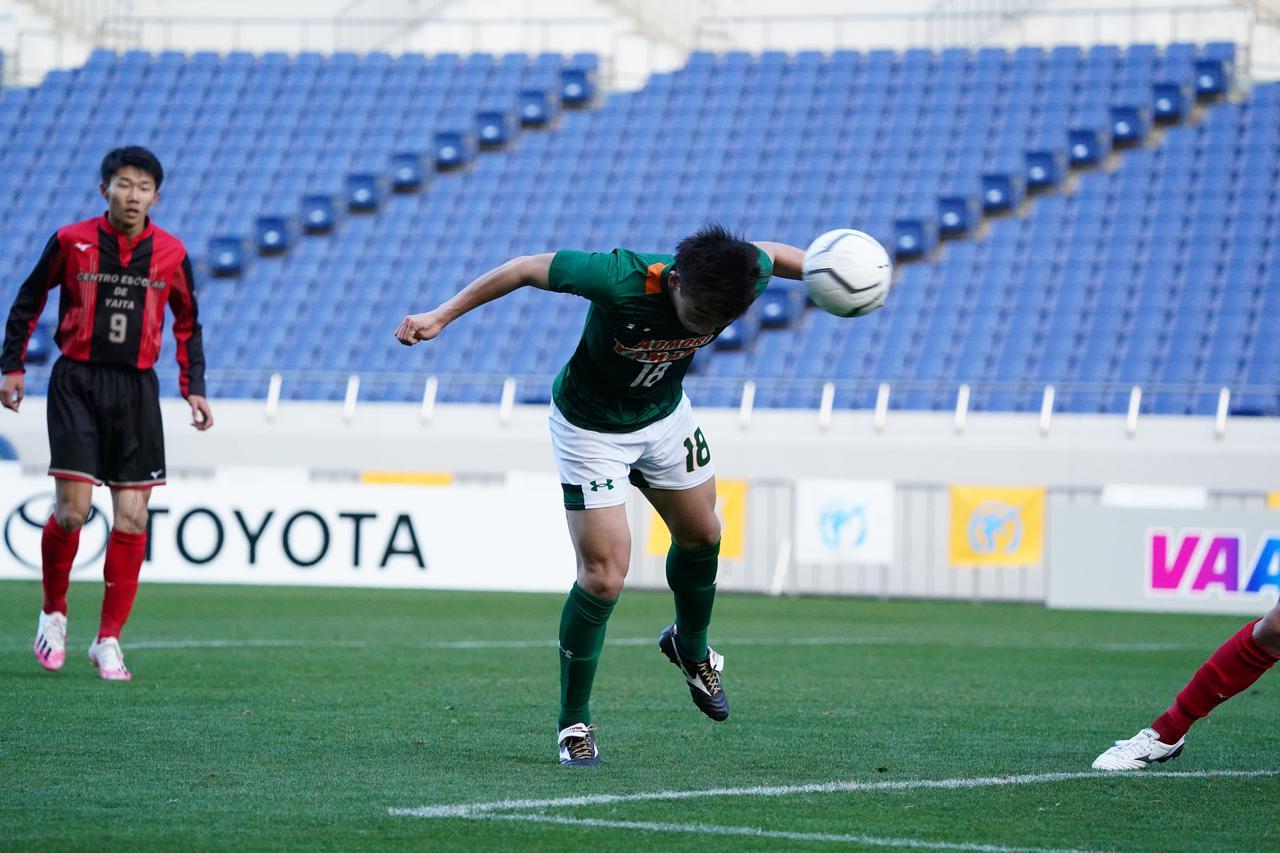 Images : 3番目の画像 - 【試合写真】前半から青森山田が主導権を握り、矢板中央を圧倒。青森から応援を送る様子もスタジアムに映し出された(写真◎小山真司) - サッカーマガジンWEB