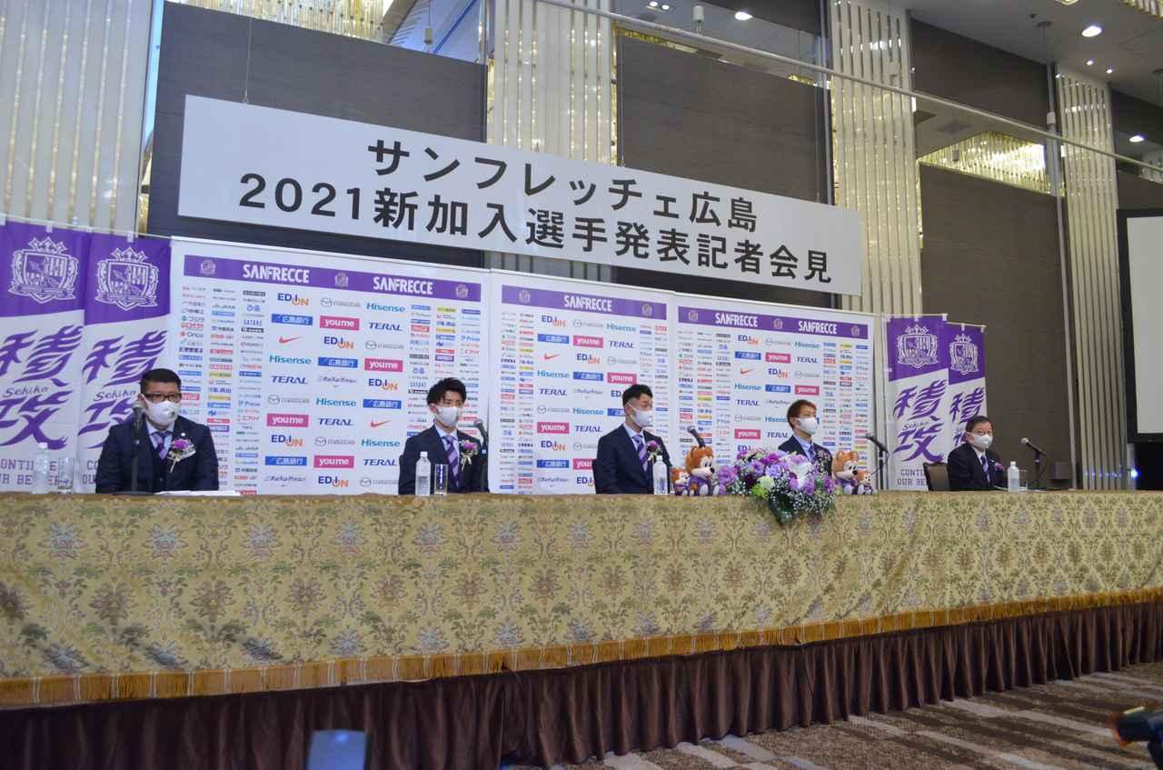 Images : 2番目の画像 - 広島市内のホテルで行なわれた会見で意気込みを語った川浪(写真◎石倉利英) - サッカーマガジンWEB