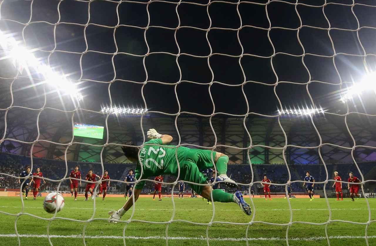Images : 2番目の画像 - 【写真】2019年のアジアカップ準々決勝で日本と対戦。ダン・バン・ラムは好セーブを連発した(写真◎Getty Images) - サッカーマガジンWEB