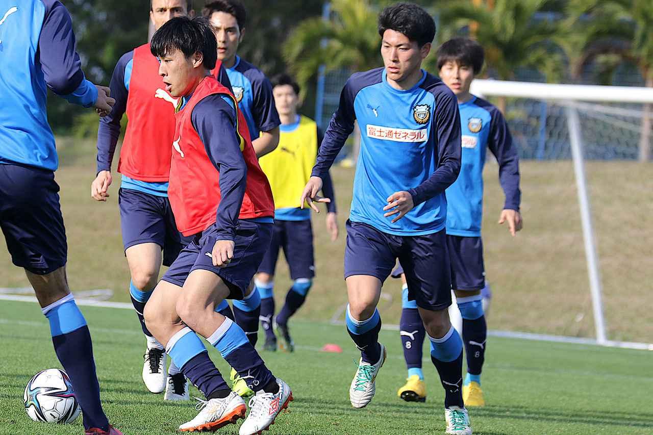 Images : 2番目の画像 - 【画像】田邉秀斗は静岡学園高時代に自慢にしたスピードに、タイミングを加えてオーバーラップを進化させる(写真◎KAWASAKI FRONTALE) - サッカーマガジンWEB