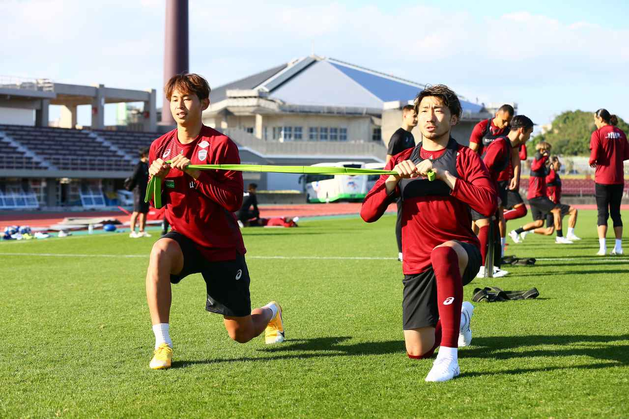 Images : 3番目の画像 - 【画像】沖縄キャンプ初日。温暖な気候と最高の青空に迎えられた(写真◎VISSEL KOBE) - サッカーマガジンWEB
